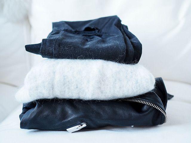 PC069248JeansSweaterLeatherJacketShopping.jpg, black friday shopping, shoppings, ostokset, musta perjantai, marraskuu, november, muoti, fashion, vaatteet, clothes, tiger of sweden, light gray, vaalean harmaa, neule, sweater, knit, wool, mohair, mohairneule, black topshop jamie skinny jeans, topshop mustat farkut, polvista revityt, ripped the knees, topshop jamie farkut, allsaints leather biker jacket, allsaints musta biker nahkatakki, lampaannahka, smooth sheepskin,