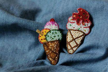 Купить или заказать Брошь 'Мороженое' в интернет-магазине на Ярмарке Мастеров. Брошь ручной работы из бисера 'Мороженое'. Возможны различные цвета и формы стаканчика и верхней части. Расцветки также любые.…
