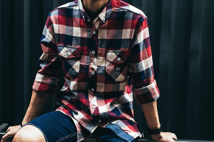 Flannel 10117 WHO CHAMBS CM#2. Double chest pocket with woven label. Shop now link in bio.