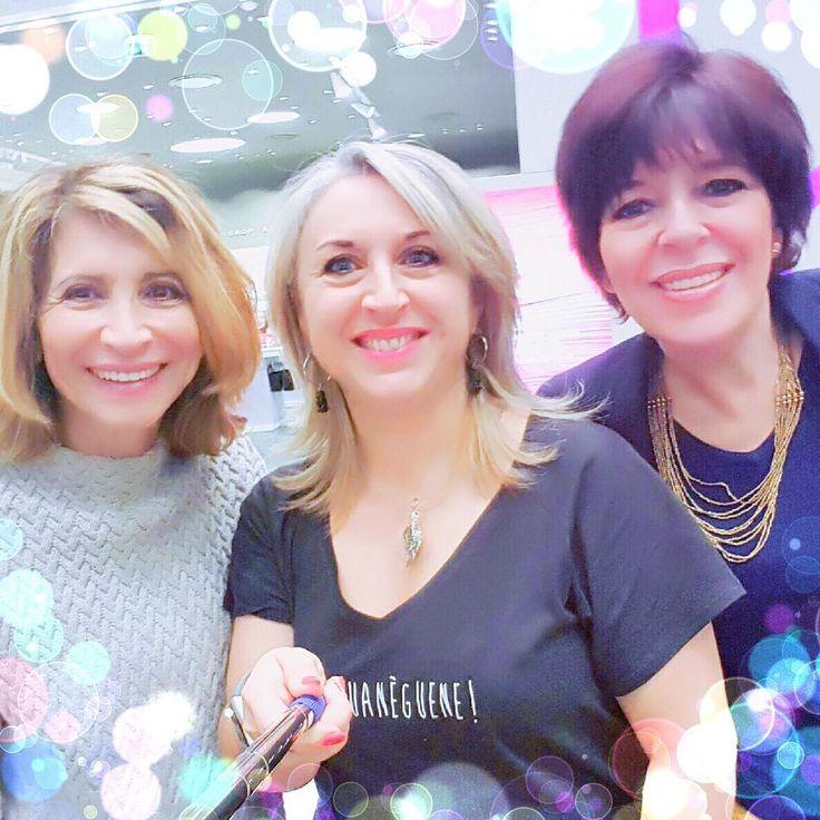 """QUAND """"3 DROLES DE QUINQUAS"""" SE RENCONTRENT!  Souvent on me demande quel plaisir je trouve à bloguer? Évidemment il y a le plaisir d'écrire de partager et d'échanger! Et puis on arrive parfois à rencontrer celles que l'on ne connait que virtuellement... Une jolie rencontre avec @janachete_leblog et @modange13  #themouse #rencontre #meet #blog #irl #quinqua #silver #journeedesdroitsdesfemmes #femmes #drolesdedames #drolesdequinquas #marseille #365virginieb3 http://themouse.org"""