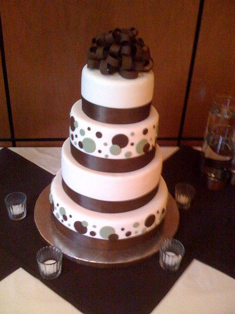 wedding cake with dots polka dot wedding cakes a wedding cake wedding 26869