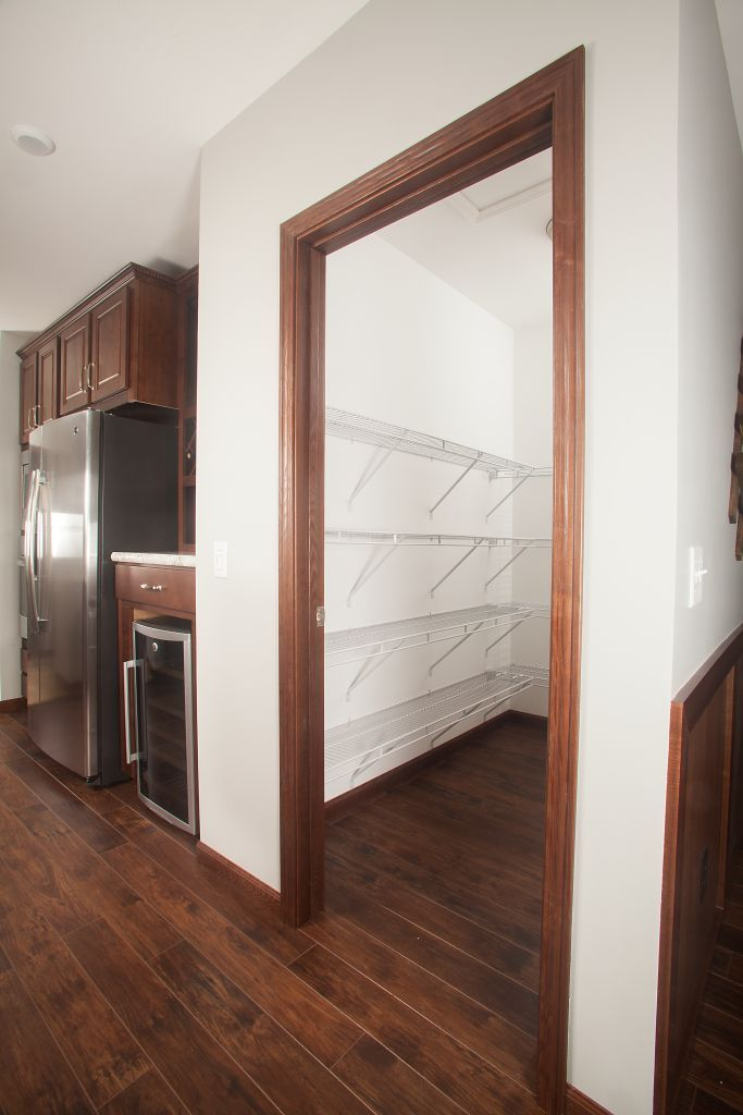 Pennwest ultra 2 he302a pennwest ranch modular kitchen for Large walk in pantry