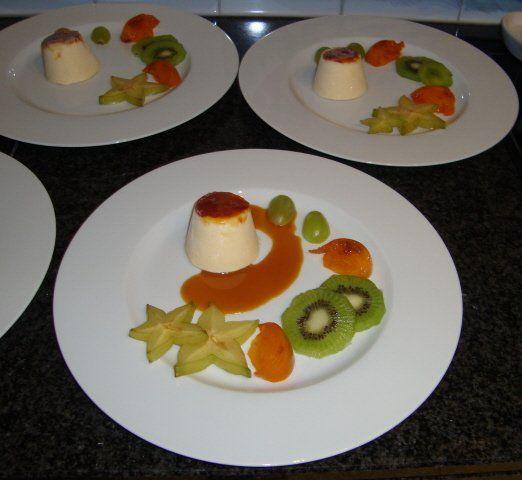 Recept voor Parfait van mascarpone met karamelsaus en vers fruit. Meer originele recepten en bereidingswijze voor nagerechten vind je op gette.org.