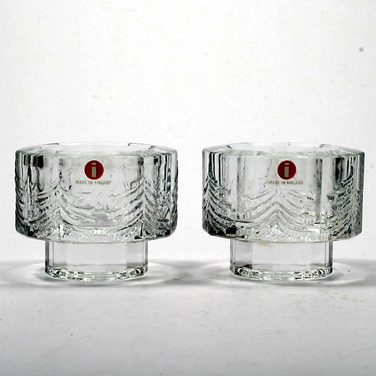 Iittala introduced their Kuusi pattern in 1980 and continued production until 1990. It is a popular pattern with an angled shape, decorated with pine