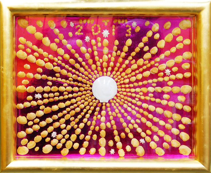 Jeremy Griffith created this monumental sun from shells collected from one small beach in Sydney, Australia. While cockle shells are found on sandy sheltered beaches throughout the world, Jeremy has never seen these pure gold-coloured ones on any other beach. He also found the large white scallop shell on the same beach, and he's never seen a large white one like this before or since. The whole picture is positively bursting with excitement!