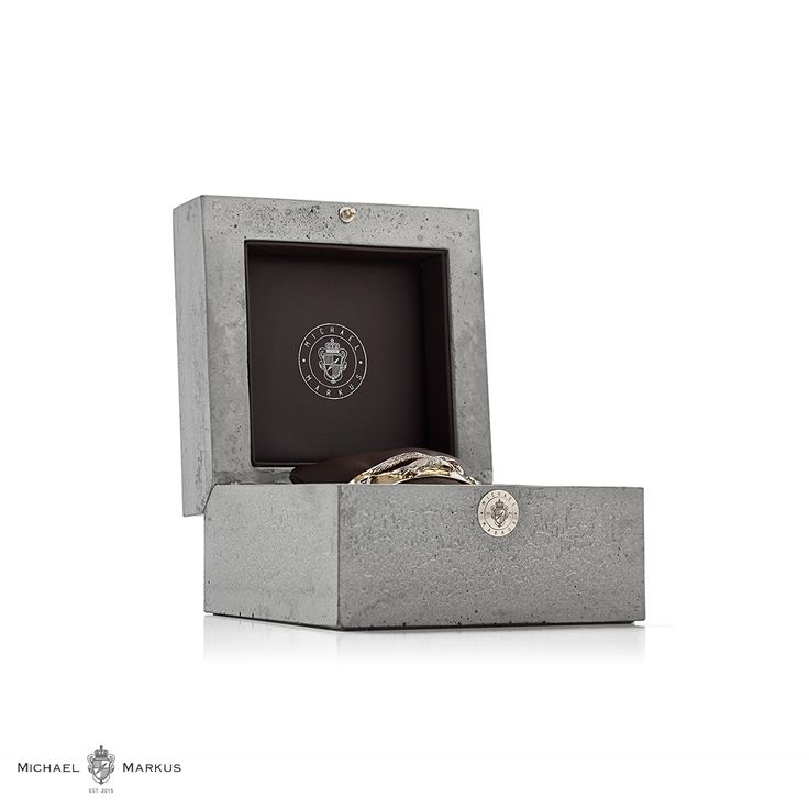 Each book needs a cover. Our bracelets are safe in our concrete custom-made packaging. Working with cement is a fantastic experience. Not only because it looks and feels so different to gold, but because these two materials are so different in their behavior.  packaging | concret | cement | luxury | unique | bracelet | coatofarms