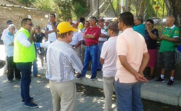 Los habitantes de Cuba exigen el cumplimiento de las obras en avenida La Independencia.