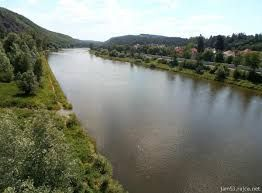 Esto es un río Vltava. Es al lado de Zbraslav.
