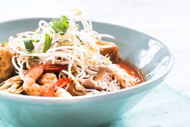 #Malaysian curry laksa with chicken and prawns #food #recipe :)