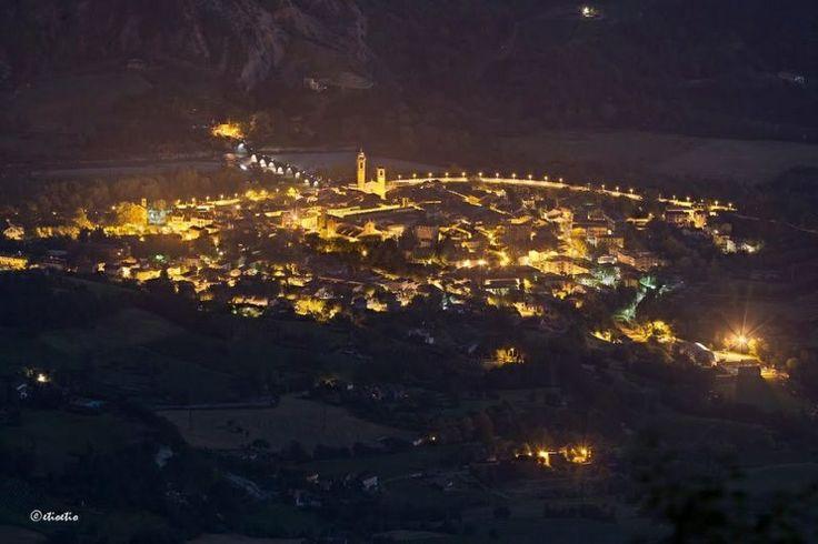 ValTrebbia: le luci di Bobbio viste dal Monte Penice by Etioetio