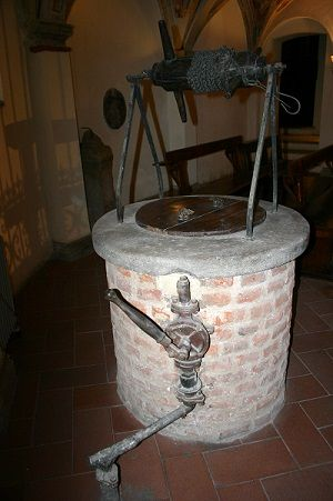 The well in the Crypt of San Calimero basilica - blog at medmeanderings.com