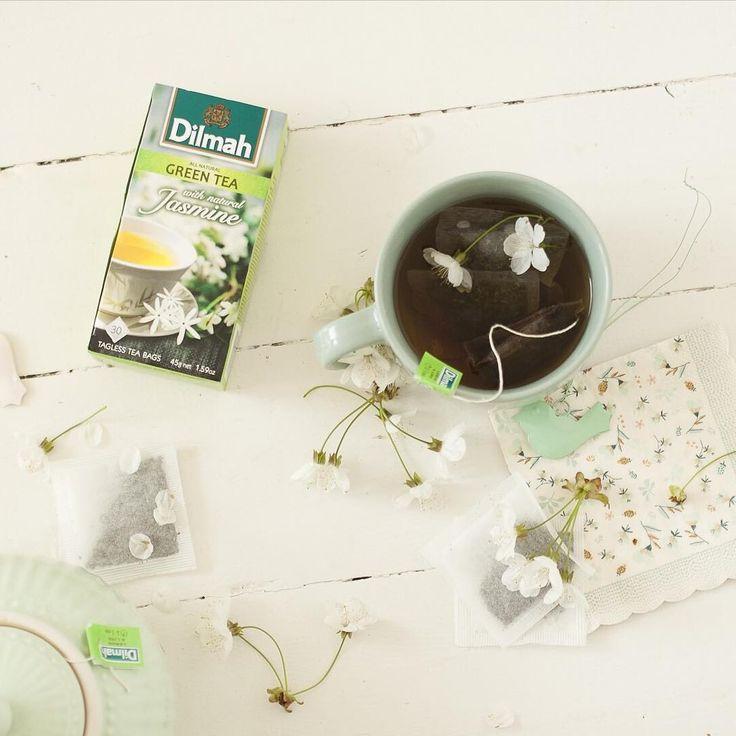 Uwielbiamy cudowne zapachy, a jaśmin jest jednym z najpiękniejszych. Zgodzicie się z nami? :) #herbata #relaks #dilmahtea #chill #dilmah #jasmine http://misstagram.com/ipost/1546352739167864403/?code=BV1v5-TjYZT