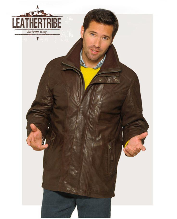 Lamsleder in tussenlengte. Leuk. http://www.leathertribe.be/nld/77/lederen-vest-model-henry