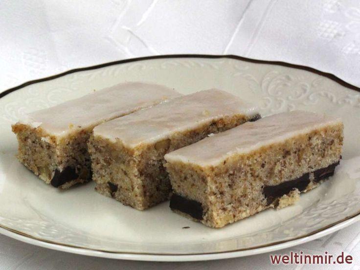 Einfacher Kuchen mit Nüssen und Schokolade. Zubereitet auf der Basis traditioneller russischer Küche. Ist wirklich очень хорошо (očeň charašo) - sehr gut.