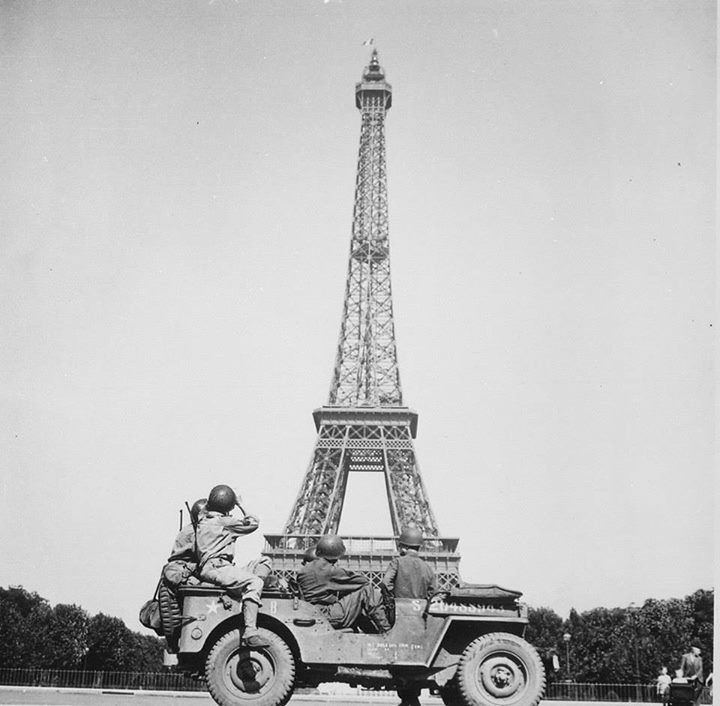 Members of the US Armys 4th Infantry Division sightseeing in Paris France 25 August 1944.