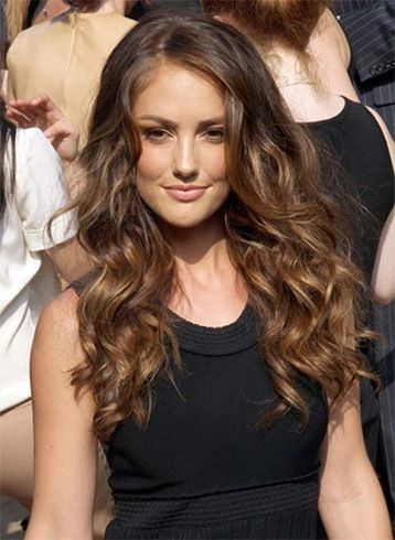 10 Ways Wavy Hairstyles For Summer Weddings And Parties Are Making Major Waves
