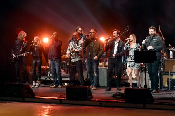 """Chris Young Photos - (L-R) Peter Stroud, Sheryl Crow, Darius Rucker, Steve Cropper, Bart Millard, Charles Esten; Cassadee Pope and Chris Young perform onstage during the second annual """"An Evening Of Scott Hamilton & Friends"""" hosted by Scott Hamilton to benefit The Scott Hamilton CARES Foundation on November 19, 2017 in Nashville, Tennessee. - Scott Hamilton Hosts the Second Annual 'An Evening of Scott Hamilton & Friend' to Benefit The Scott Hamilton CARES Foundation"""