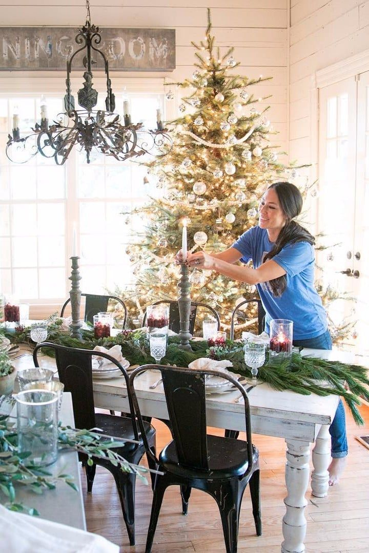 22 Christmas Decorating Ideas to Steal From Joanna Gaines