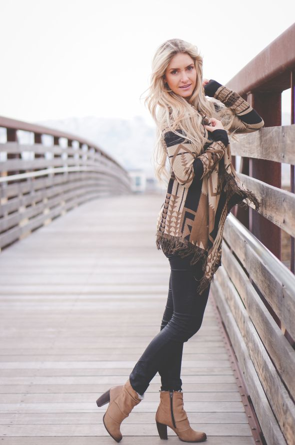 I Need This Sweater Fall Winter Fashion Pinterest Senior Pictures Photoshoot And Photography