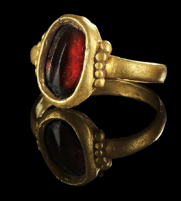 Roman gold and garnet ring, 3rd century. SIXBID.COM - Experts in numismatic Auctions