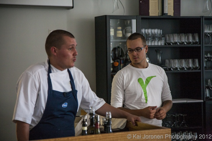 Want to have casual athmosphere in Michelin star restaurant? Meet chef Eero Vottonen and waiter.