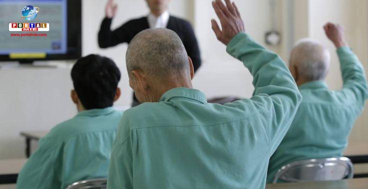 """Funcionários de prisão no Japão têm que trocar as fraldas de detentos idosos e ajudá-los a tomarem banho. Saiba mais do aumento do """"crime geriátrico""""."""