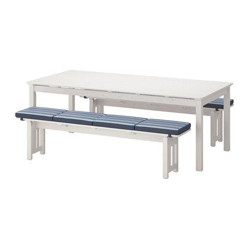 IKEA - ÄNGSÖ, Asztal+2 pad, kültéri, , Annak érdekében, hogy kültéri fenyőbútoraink a lehető legtartósabbak és legellenállóbbak legyenek, gesztfából készítjük őket, ami a fatörzs sűrű belső része.Ezt a bútort egy réteg fapáccal kezeltük a megnövelt tartósság érdekében, illetve azért, hogy láttatni engedje a fa természetes megjelenését.