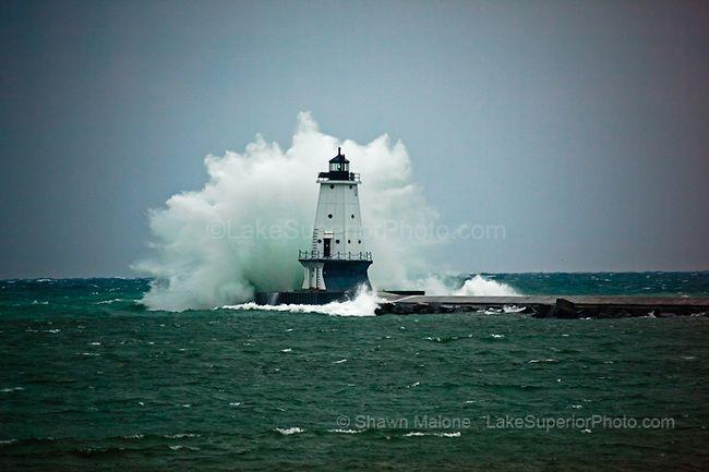 Phare de Ludington et force tempête vagues phares dans la péninsule supérieure du Michigan