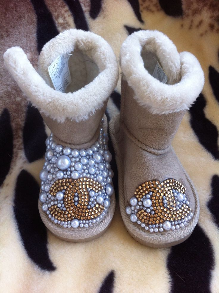 Baby Chanel snowboots not yet finished #chanel #snowboots # handmade #baby # baby snowboots