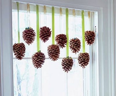 Simple, but elegant: Kitchens Window, Lights Fixtures, Pine Cones Crafts, Crafts Projects, Kids Crafts, Window Dresses, Holidays Decor, Christmas Decor, Window Decor