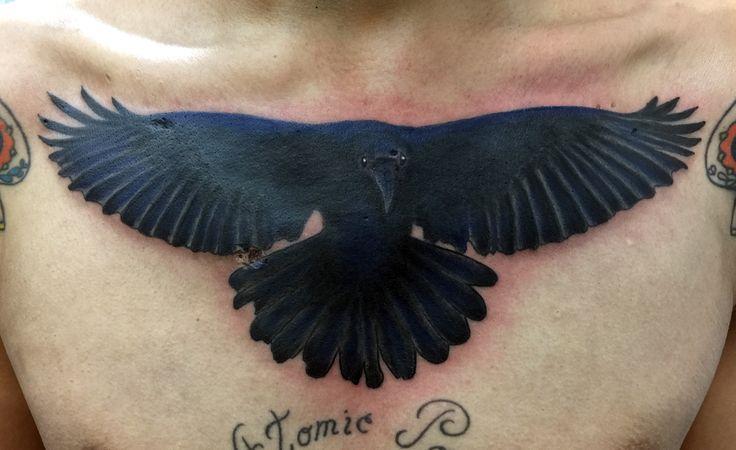 Retomando el vuelo a pesar de las huellas de la vida. #tattoo #tatuaje #cuervo #crown #raven #art #arte