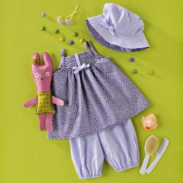 Un ensemble violet pour petite fille