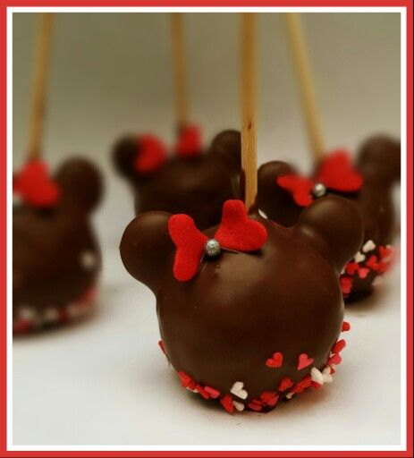 Minnie mouse pop cakes