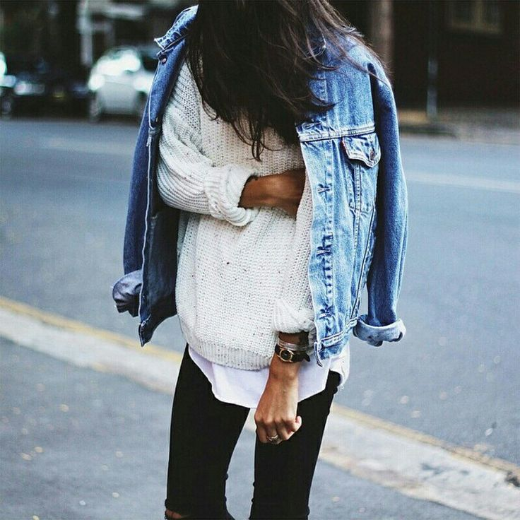 Oversize jeans jacket, white sweater, black jeans. fall outfit.
