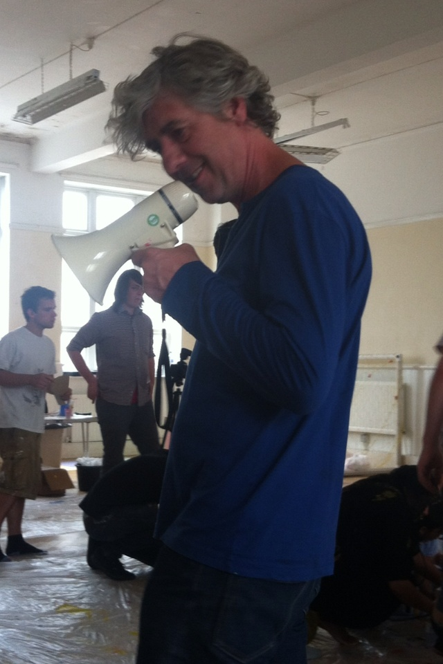 Hervé Tullet uses his megaphone!