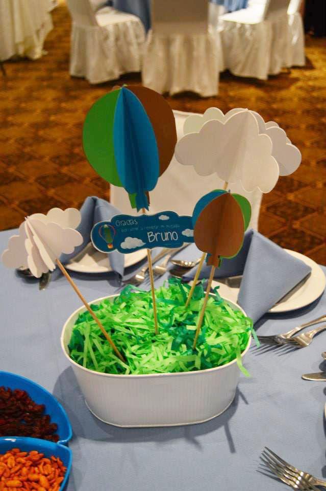 centro de mesa con nubes y globos aerostticos ideas para