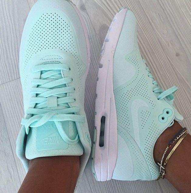 b43337bb451f Nike Run Shoes Mint Green