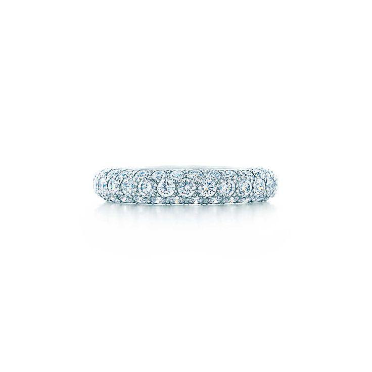Anel de três fileiras Etoile com diamantes em pavé em platina. | Tiffany & Co.