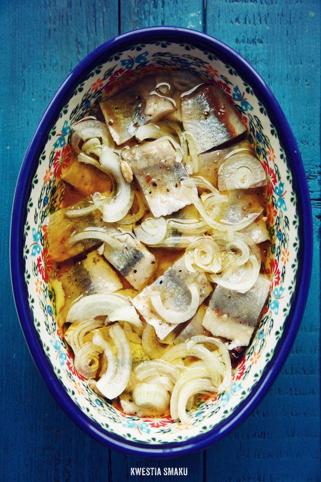 Polish herrings in oil / Śledzie w przyprawach korzennych z cebulką