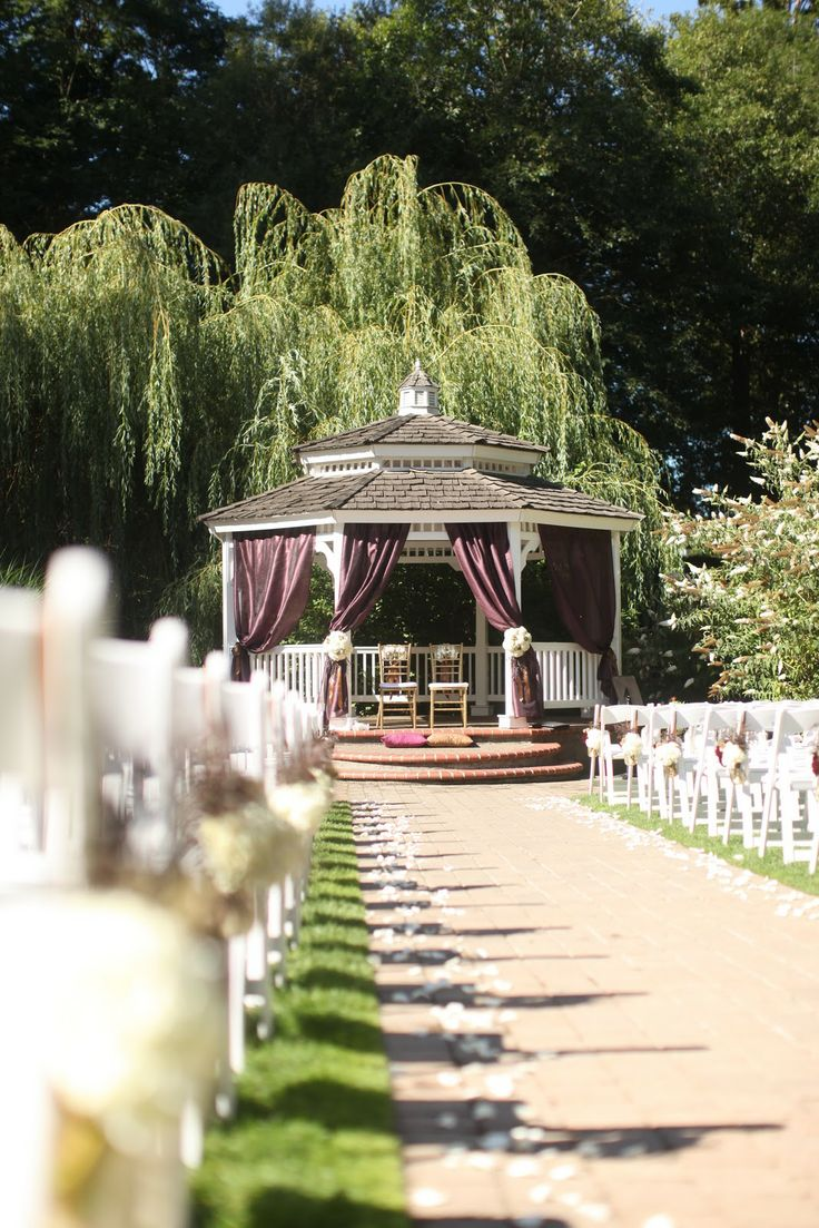 best outdoor wedding venues perth%0A weeping willow tree wedding ceremony location in Indiana   Weeping Willow  Wedding