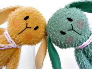 A cute wee hello from these two bunnies available from www.etsy.com/LittleBearCompany