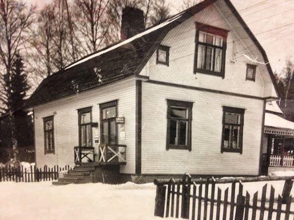 Ähtärin historiaa  - Tässä talossa oli Ähtärin kirjakauppa, jota pitivät Jorma ja Sylvi Honkaniemi.  Nykyään talo on purettu.
