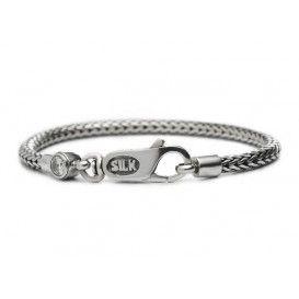 SILK Armband zilver 'Shiva' Topaas wit 19 cm 330WHT. Deze armband is een mooi rond armbandje met een fijn gevlochten structuur en een karabijnsluiting. Uniek aan deze armband is het wit topaas-steentje. De armband heeft een lengte van 19 cm en is 4 mm breed. Trendy en modieus model.