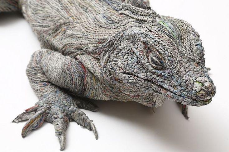 Artista Japonesa transforma diarios viejos en esculturas realistas - Ecocosas