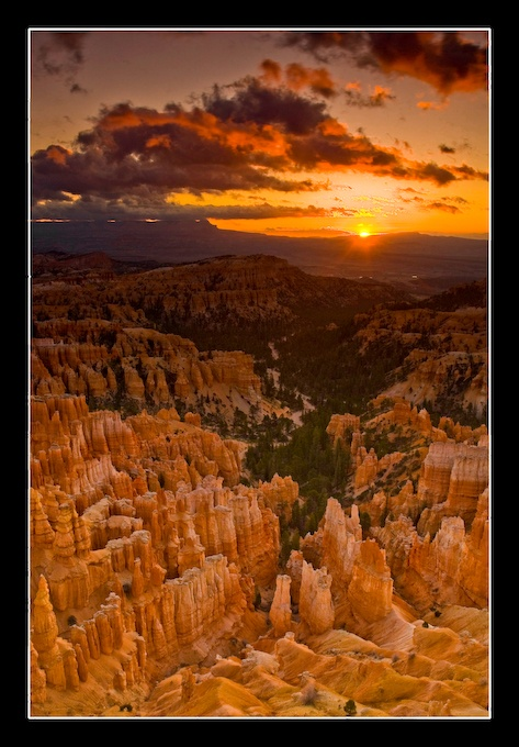 bryce canyon sunrise By: Nicklaus Johnson
