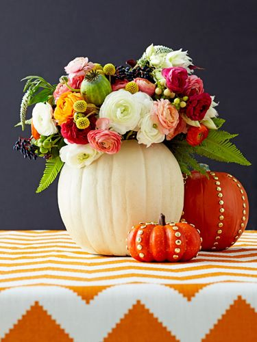 loving this pumpkin centerpiece!