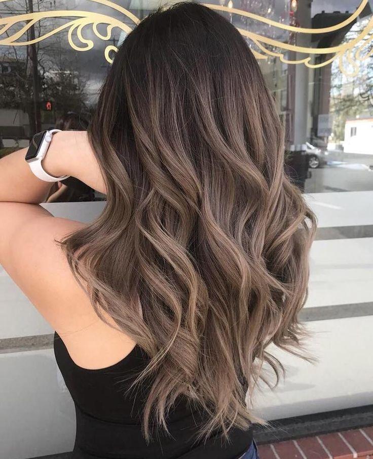 60 coiffures avec des cheveux bruns foncés et des faits saillants # 50: Les cheveux ombrés ombrés au balayage brun cendré sont aussi populaires que le balayage, alors pourquoi ne pas