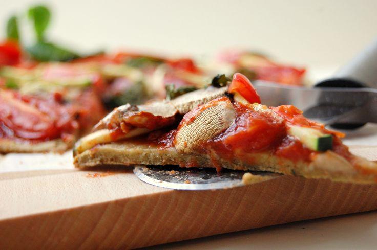 Gezonde pizza met een bodem van courgette of koolraap | Jouw Fabriek