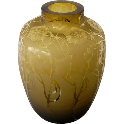 Italian Art Nouveau Vase, 'Chini' with floral decoration. Offered by Oljos on RubyLUX.