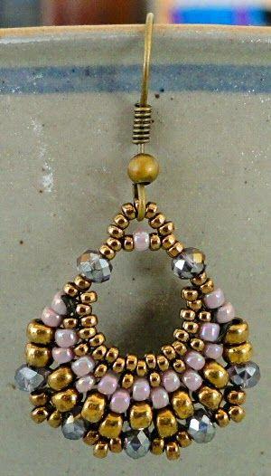 Linda's Crafty Inspirations: Free Beading Tutorial: Semi-Circular Earrings